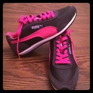 Grey and pink puma tennis shoes